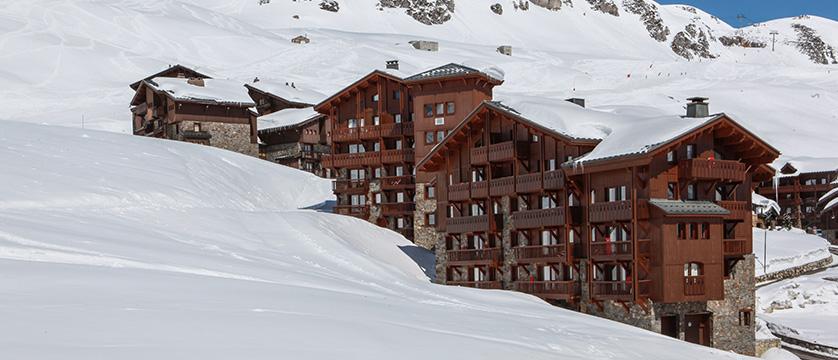 france_espace-killy-ski-area_tignes_village-montana-apartments_piste-side-location-exterior.jpg
